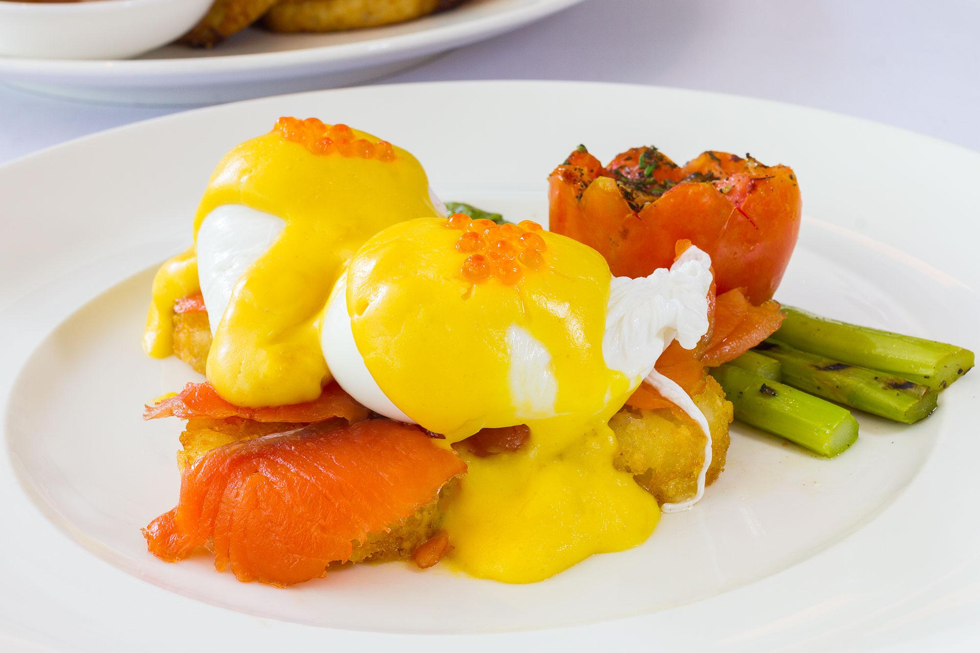 Norwegian Egg Benedict  Cafe Claire คาเฟ่แคลร์ โรงแรมโอเรียนเต็ล เรสซิเดนซ์ กรุงเทพฯ Eggs Norwegian