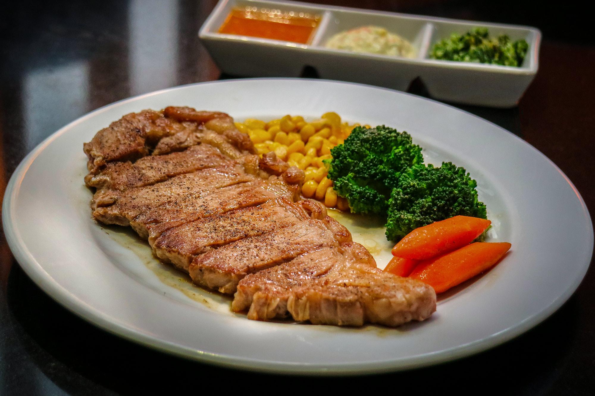 สเต็กเนื้อออสเตรเลีย  Kin Japanese Restaurant & Ramen ท่าอากาศยานสุวรรณภูมิ IMG 1410