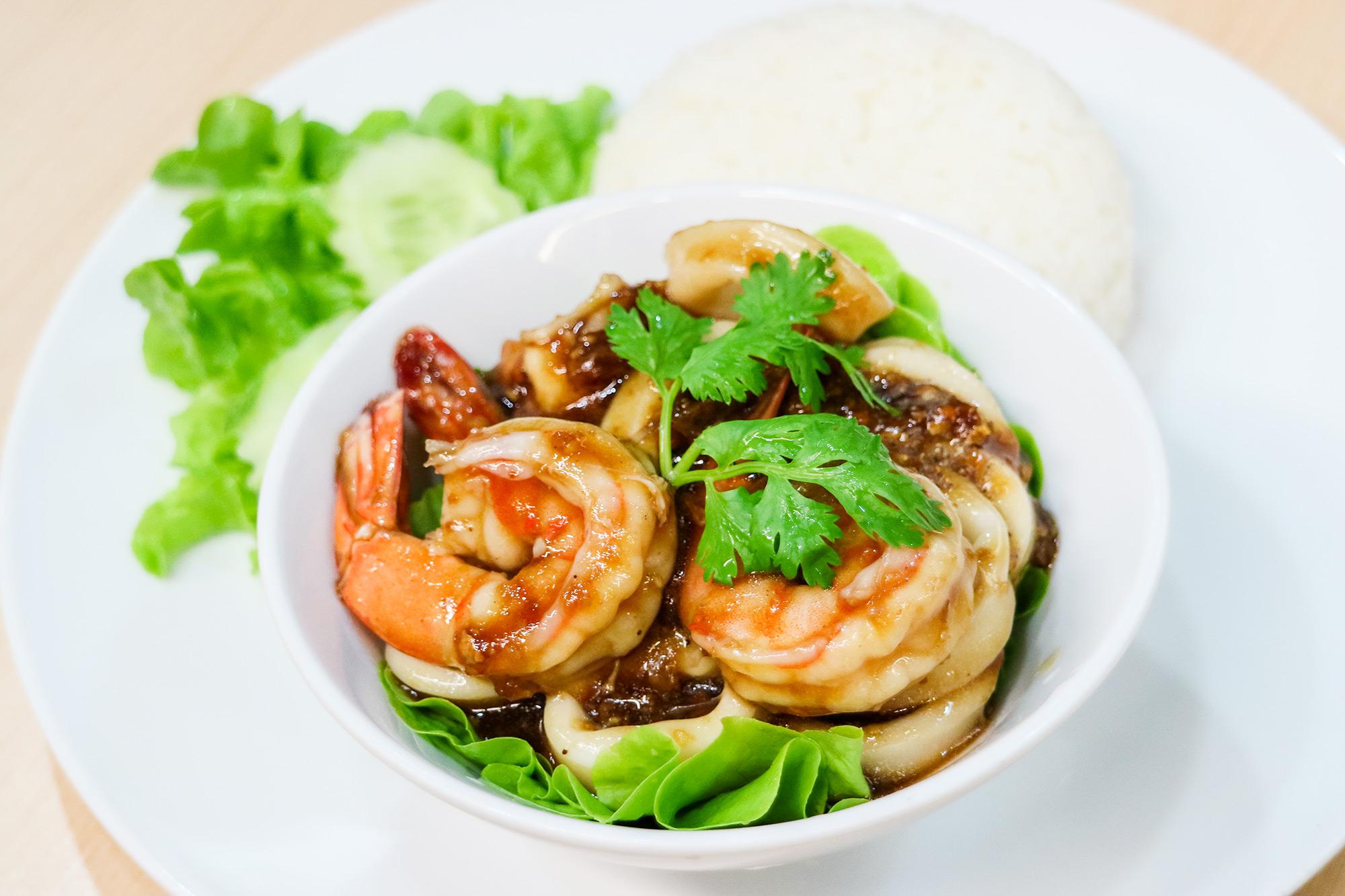 ซีฟู้ดส์ทอดกระเทียมพริกไทย  Thai Chef Express ท่าอากาศยานสุวรรณภูมิ IMG 1476