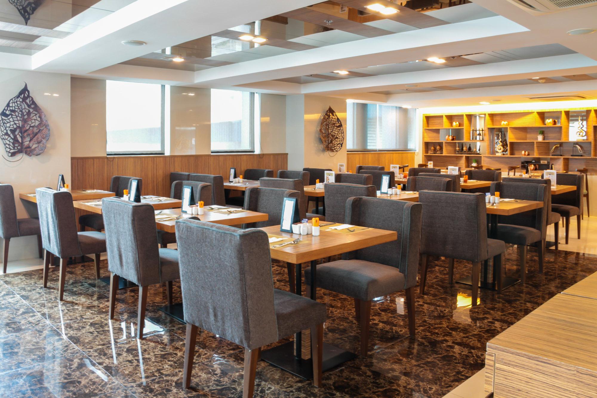 โรงแรมแกรนด์สวิส สุขุมวิท 11  180 Sky Lounge โรงแรมแกรนด์สวิส สุขุมวิท 11 IMG 7662