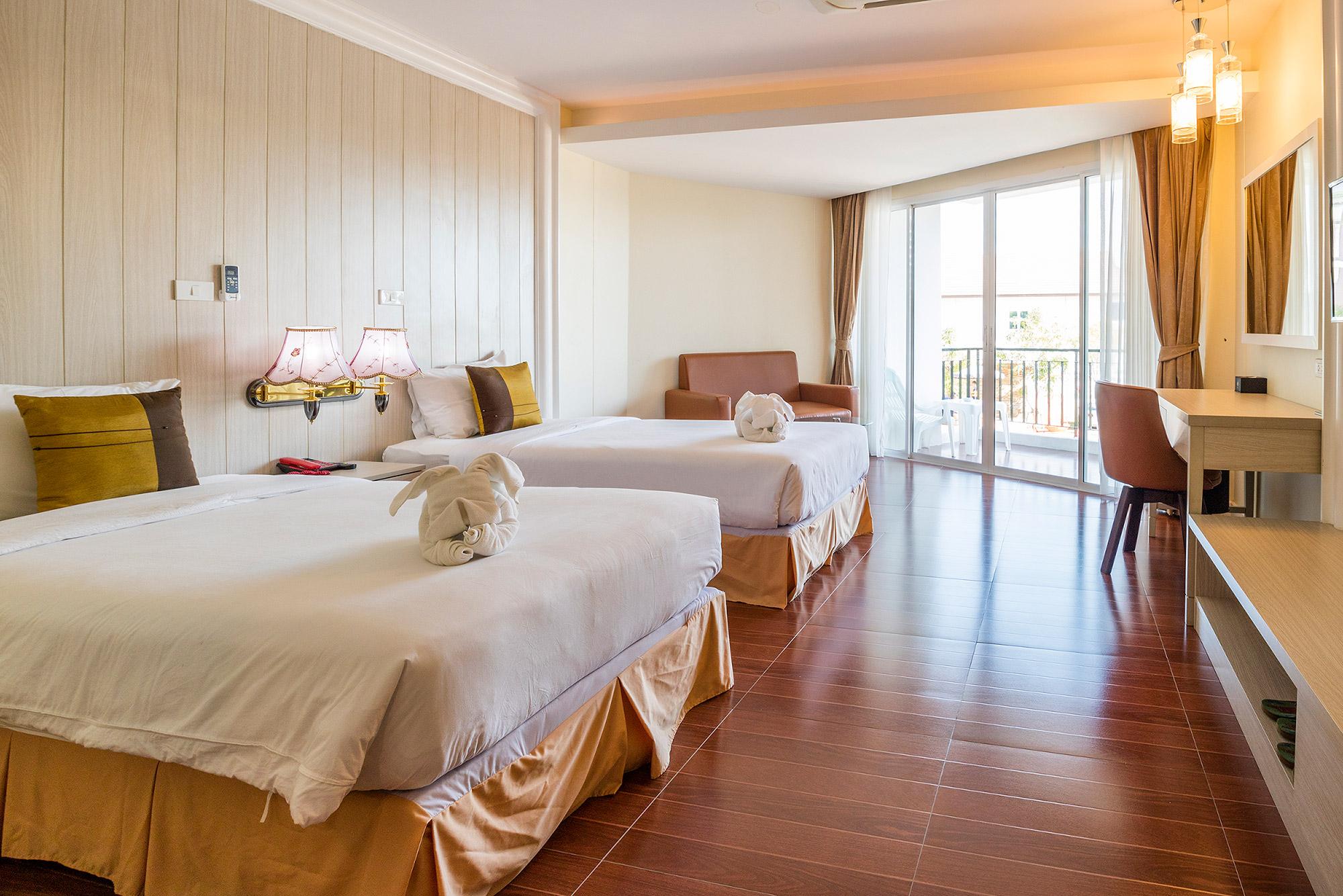 โรงแรมเซนต์ โทรเปซ บีช รีสอร์ท โฮเทล จันทบุรี Saint Tropez Beach Resort Hotel  โรงแรม เซนต์ โทรเปซ บีช รีสอร์ท โฮเทล จันทบุรี สวยติดหาด อ่าวคุ้งกระเบน IMG 5791