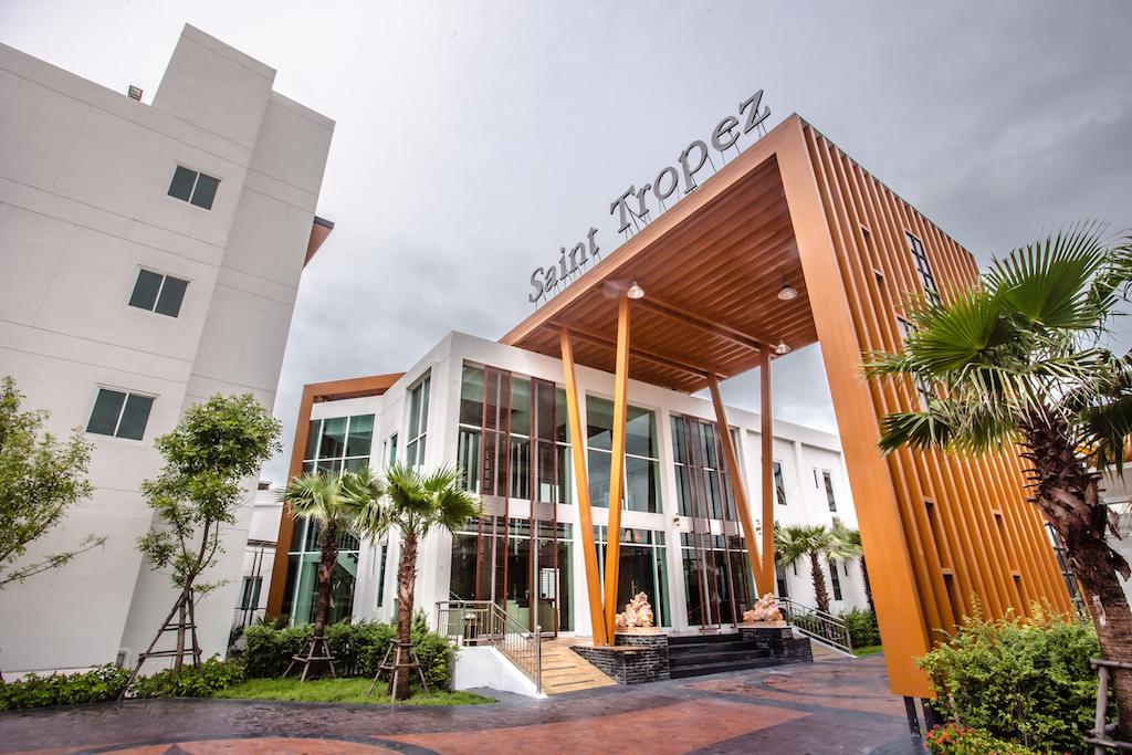 โรงแรม เซนต์ โทรเปซ บีช รีสอร์ท โฮเทล จันทบุรี สวยติดหาด อ่าวคุ้งกระเบน  โรงแรม เซนต์ โทรเปซ บีช รีสอร์ท โฮเทล จันทบุรี สวยติดหาด อ่าวคุ้งกระเบน Saint Tropez Resort Hotel