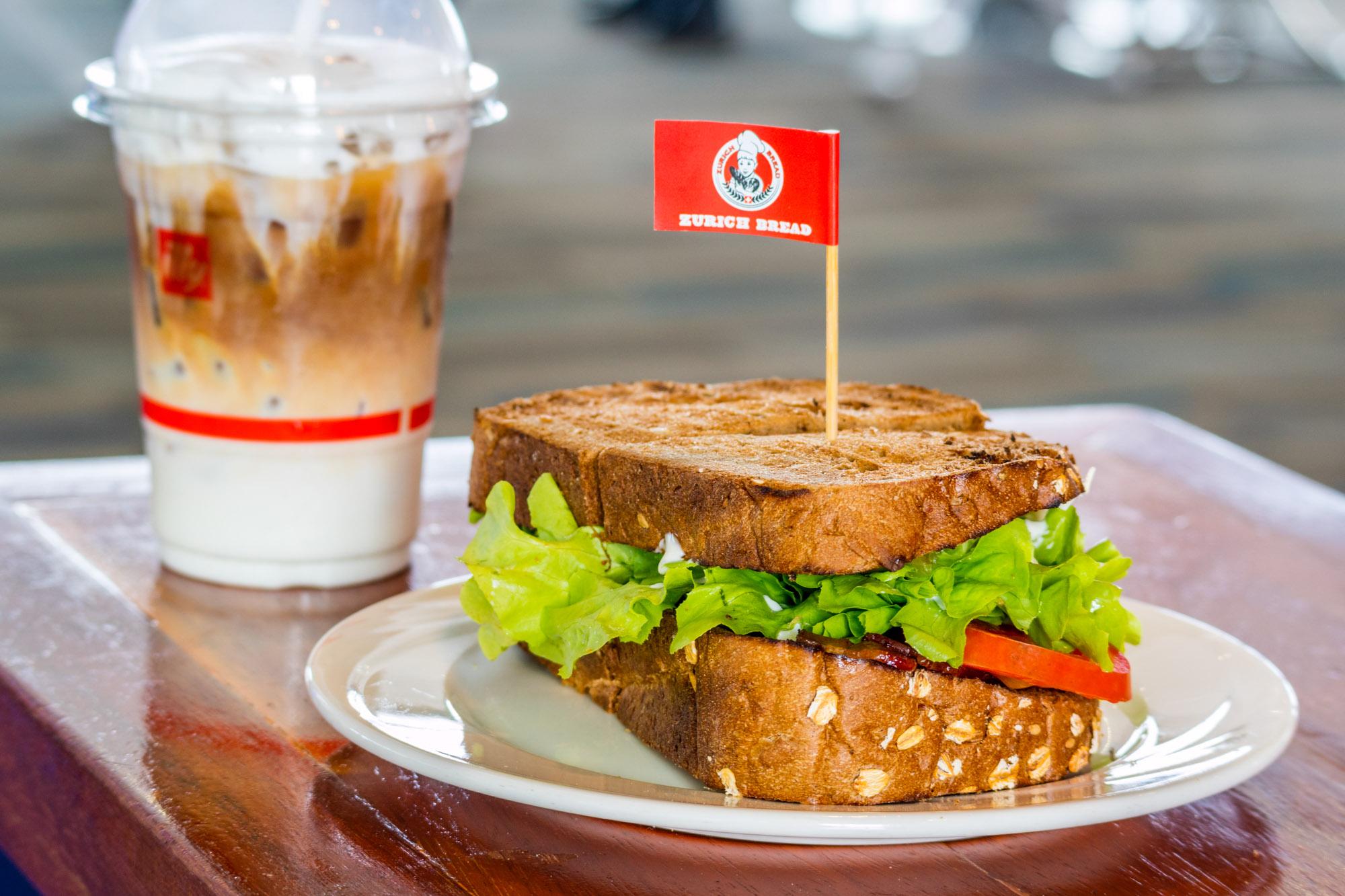 BLT Sandwich  ร้านอาหารแนะนำ ในอาคารผู้โดยสารขาออกระหว่างประเทศ ท่าอากาศยานภูเก็ต IMG 8221