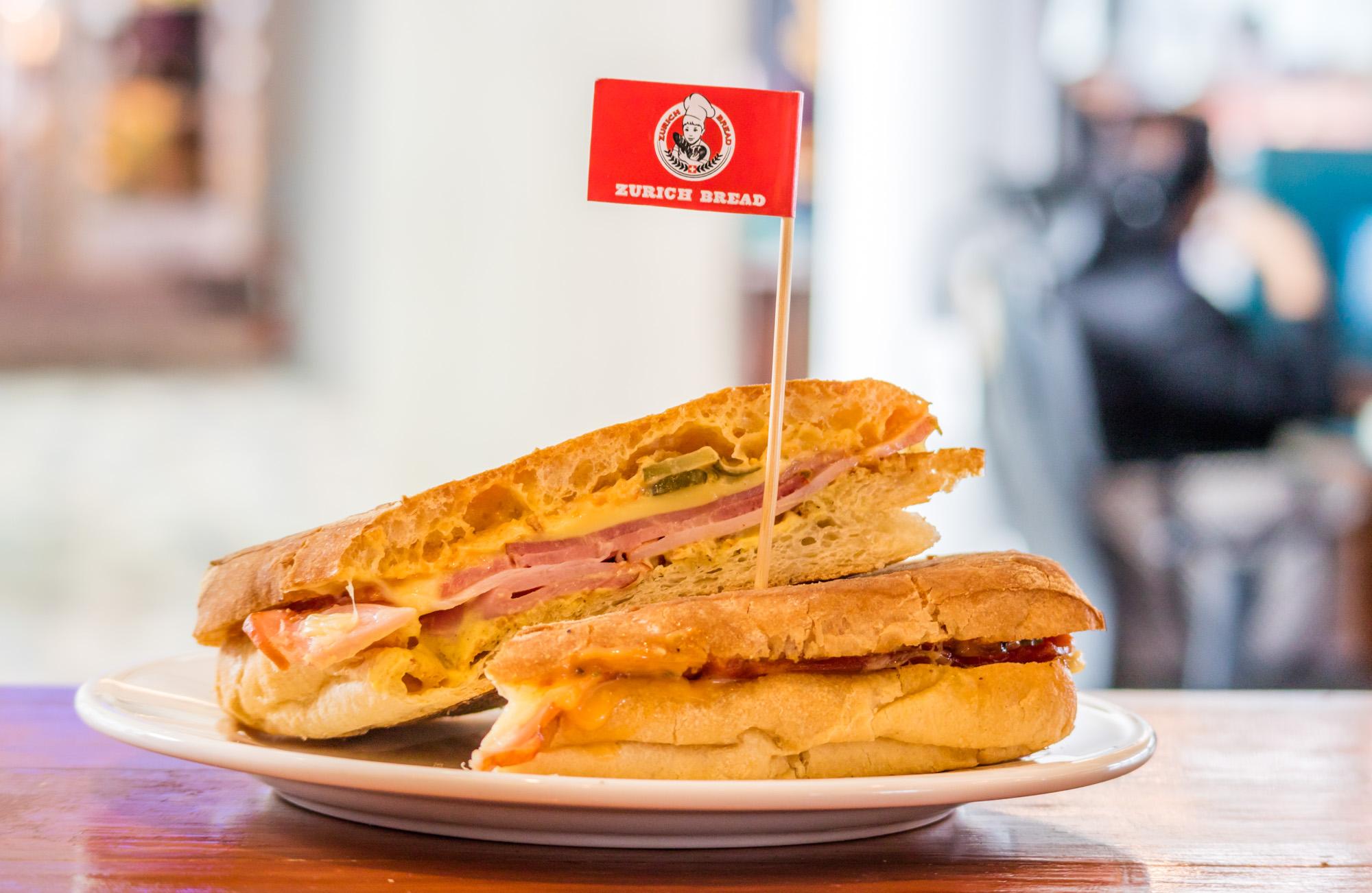 Bacon & Egg Bagel  ร้านอาหารแนะนำ ในอาคารผู้โดยสารขาออกระหว่างประเทศ ท่าอากาศยานภูเก็ต IMG 8246