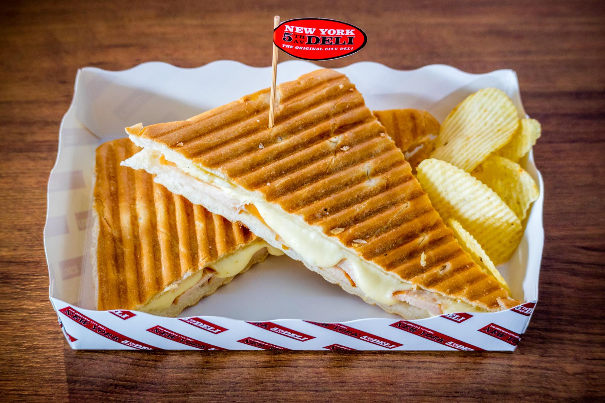 Chicken and Mozzarella Panini  ร้านอาหารแนะนำ ในอาคารผู้โดยสารขาออกระหว่างประเทศ ท่าอากาศยานภูเก็ต IMG 8282