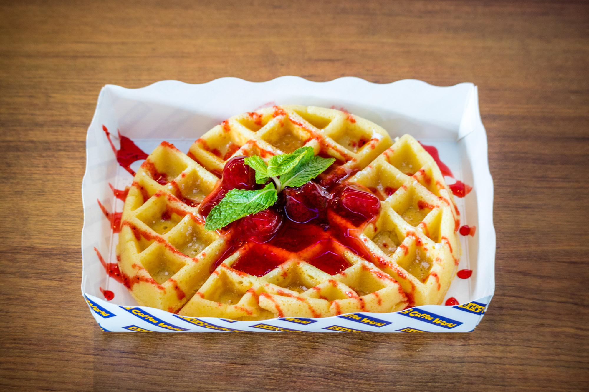Strawberry Waffle  ร้านอาหารแนะนำ ในอาคารผู้โดยสารขาออกระหว่างประเทศ ท่าอากาศยานภูเก็ต IMG 8294