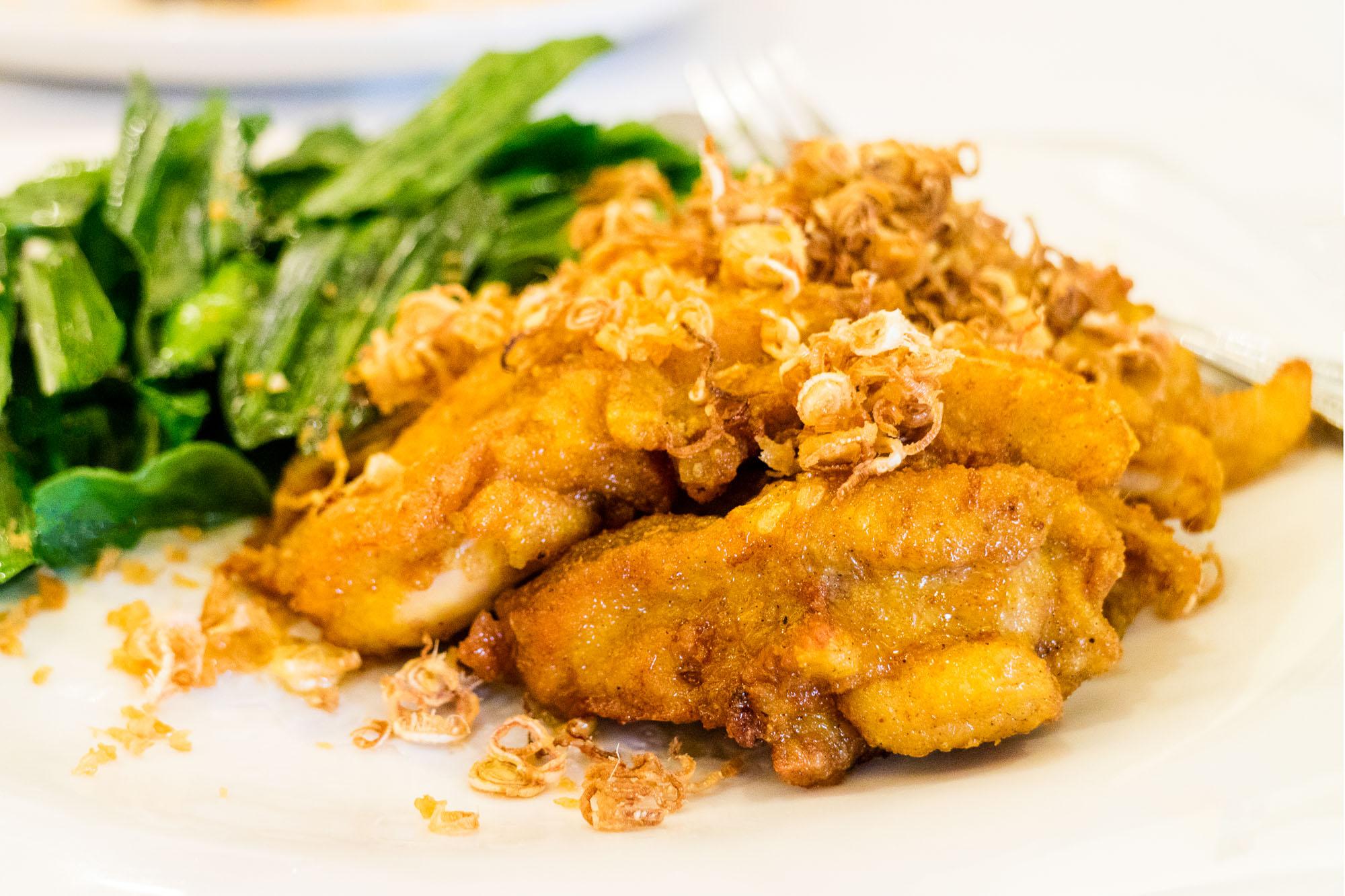 ไก่ตะใคร้ทอดใบเตย ร้านอาหารนาจ Naj Exquisite Thai Cusine & Naj Thai Cooking School  นาจ Naj Exquisite Thai Cuisine ชวนลิ้มลองอาหารไทยสุดหรู ย่านสีลม IMG 4054