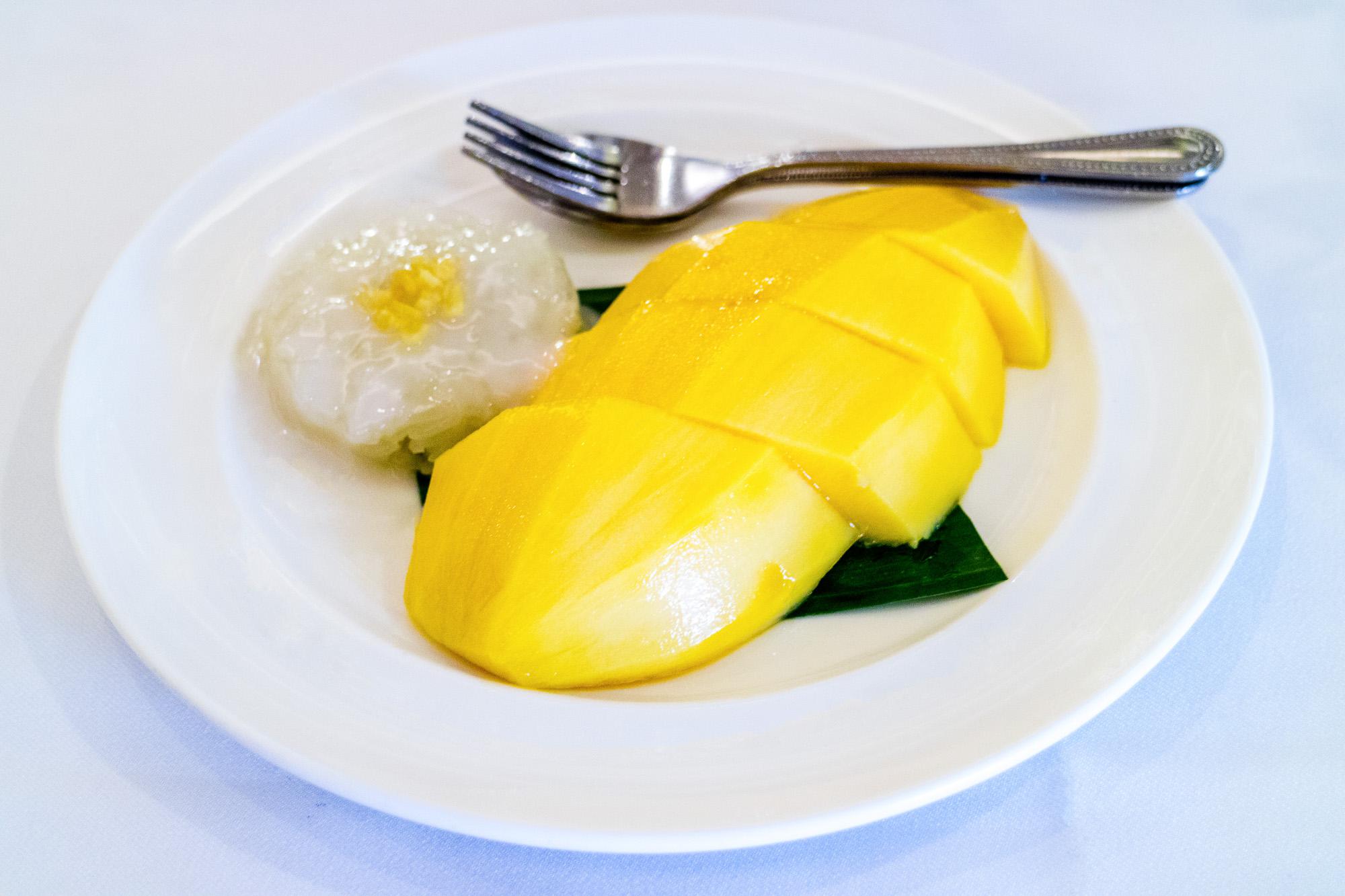 ข้าวเหนียวมะม่วง ร้านอาหารนาจ Naj Exquisite Thai Cusine & Naj Thai Cooking School  นาจ Naj Exquisite Thai Cuisine ชวนลิ้มลองอาหารไทยสุดหรู ย่านสีลม Shutter Stock 01