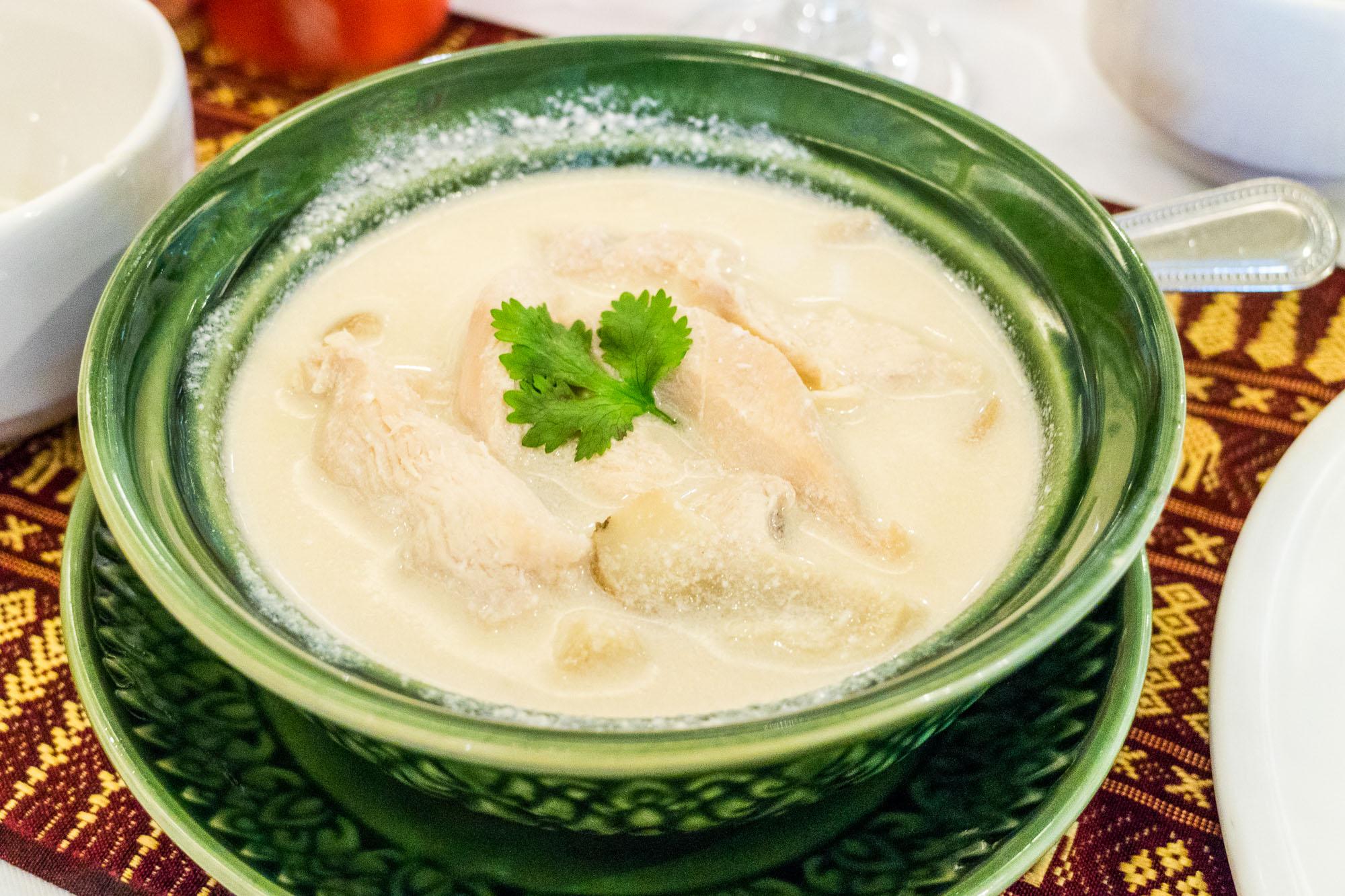 ต้มข่าไก่ ร้านอาหารนาจ Naj Exquisite Thai Cusine & Naj Thai Cooking School  นาจ Naj Exquisite Thai Cuisine ชวนลิ้มลองอาหารไทยสุดหรู ย่านสีลม Shutter Stock 06