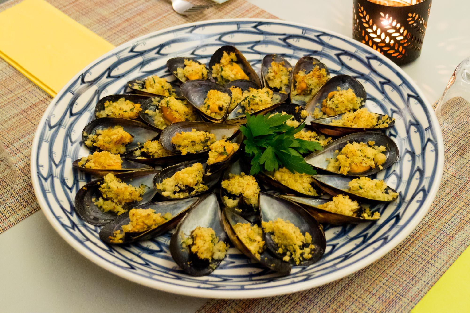 หอยแมลงภู่ออสเตรเลียอบเกล็ดขนมปังและชีส Calderazzo on 31  Calderazzo on 31 ร้านอาหารอิตาเลี่ยนแท้ ย่านสุขุมวิท ที่แนะนำให้มาลอง p79b9qqe4de66bw6lZj o