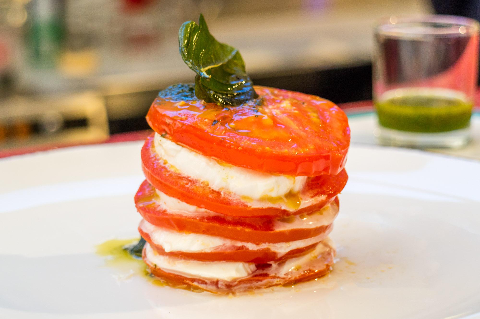 Caprese Salad Calderazzo on 31  Calderazzo on 31 ร้านอาหารอิตาเลี่ยนแท้ ย่านสุขุมวิท ที่แนะนำให้มาลอง p79o2y4hrETxURxaP6n o